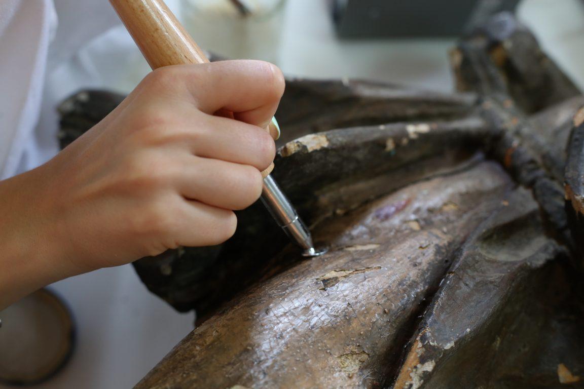 Restoration of a sculpture