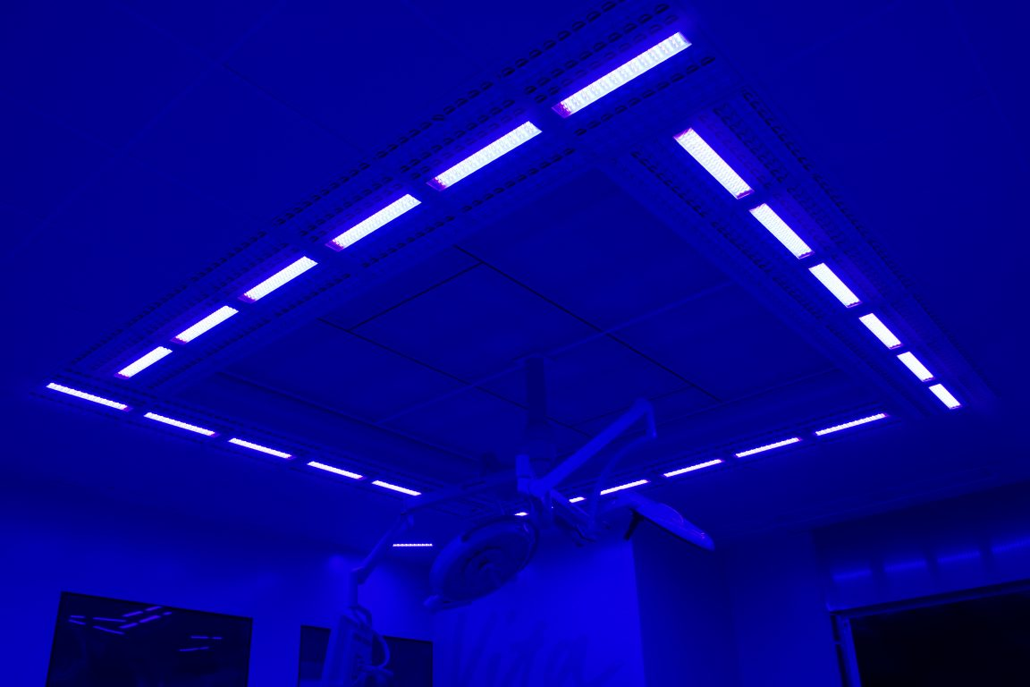 Halton Vita OR Space with disinfection blue light integrated